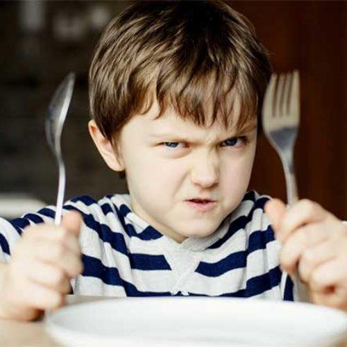 10 tips til hva foreldre bør unngå ved matbordet